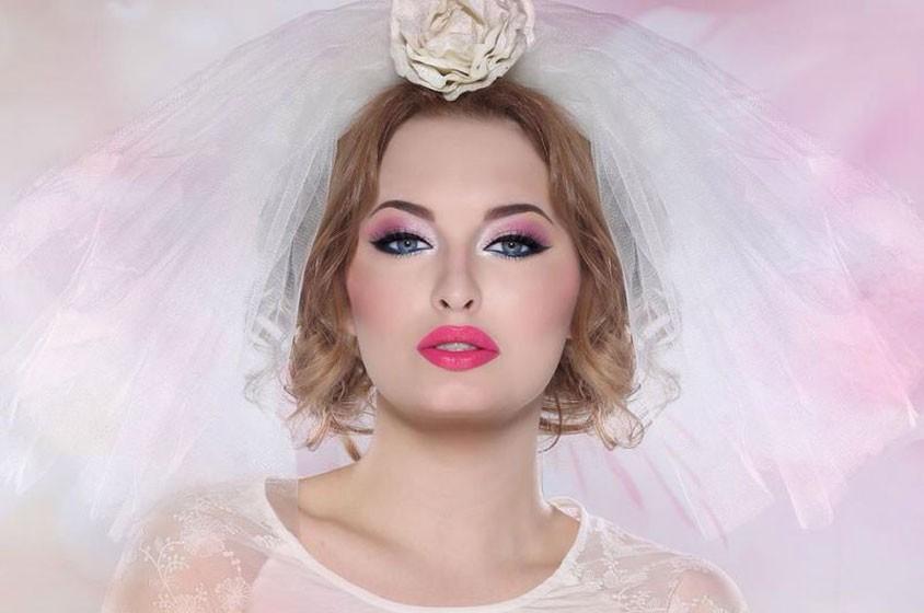الألوان الزاهية للعروس