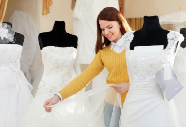 كيفية اختيار فساتين الزفاف