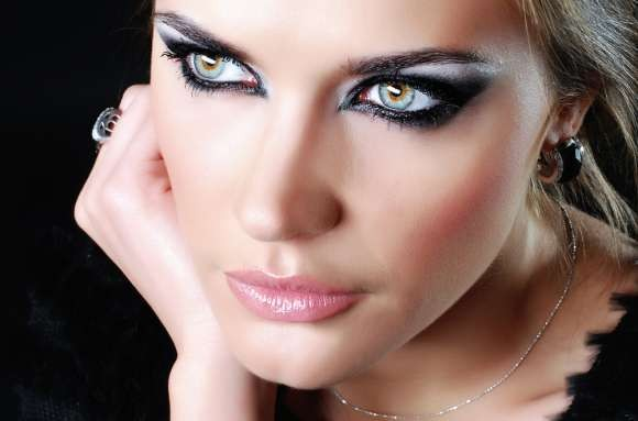 أجمل مكياج عيون أسود