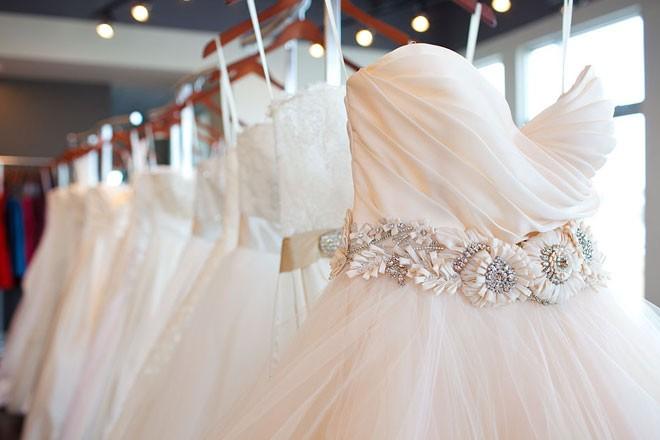 الاحتفاظ بفستان الزفاف لدى الشركات