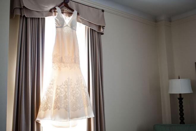 الاحتفاظ بفستان الزفاف في البيت