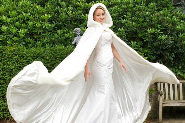 العباءة البيضاء للعروس