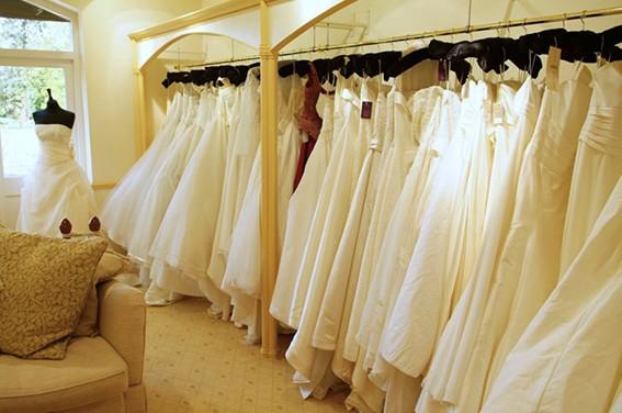 بيع فساتين الزفاف