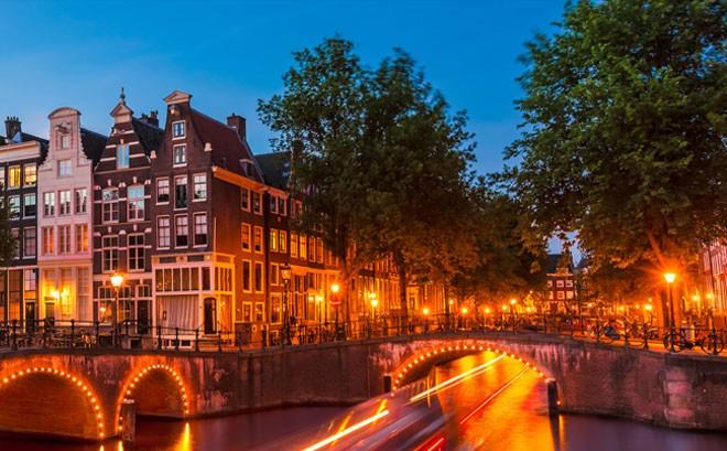 شهر العسل في أمستردام