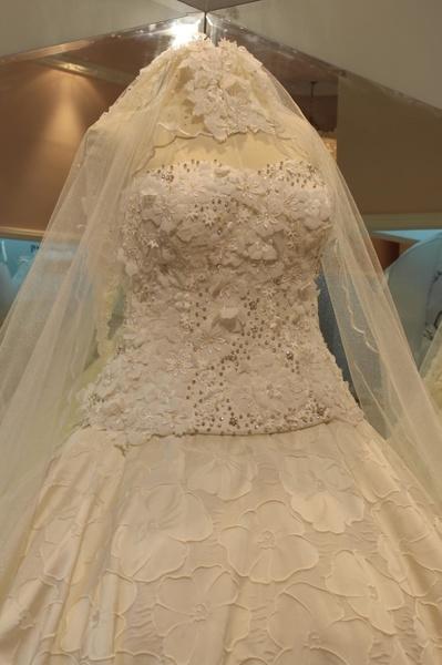 dfd3c318aa281 دار الهنوف - فستان الزفاف جدة